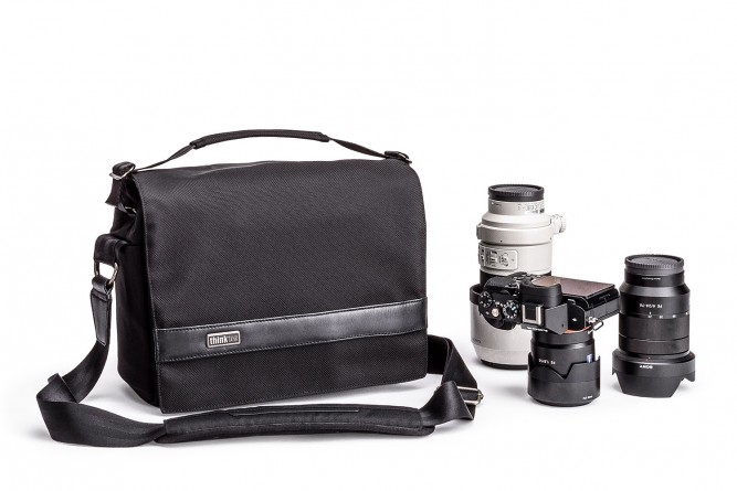 URBAN_APPROACH_10_SHOULDER_BAG_HERO_WITH_GEAR-DSC_0977